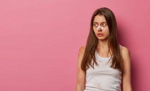 Desflora adolescente de 16 anos a caminho do Algarve para colocá-la na prostituição