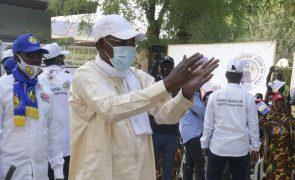 Presidente do Chade há três décadas Idriss Déby foi outra vez reeleito