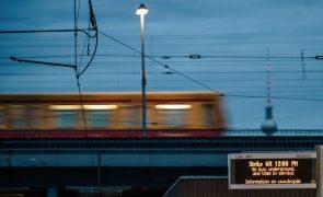 Bruxelas multa três empresas ferroviárias da UE em 48 ME por cartel