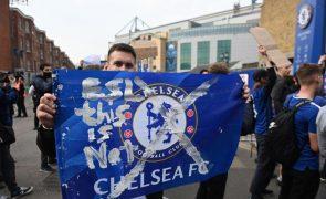 Superliga: Centenas de adeptos manifestam-se contra nova prova junto do Estádio do Chelsea