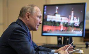 Covid-19: Putin quer imunidade de grupo até ao outono