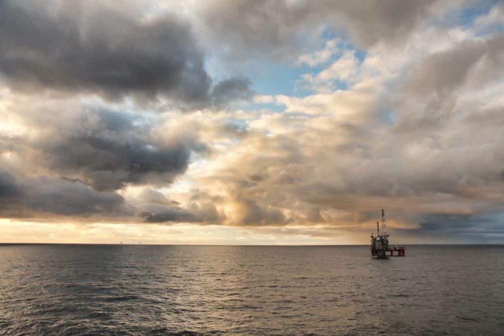 Moçambique anuncia chegada de plataforma para produção de gás para dezembro