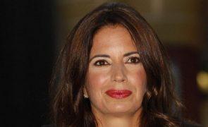 Bárbara Guimarães mostra oferta feita pela filha em data especial