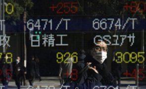 Bolsa de Tóquio fecha a ganhar 2,387%