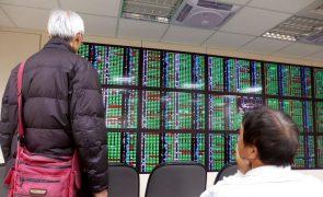 Bolsa de Xangai encerra a cair 0,23%