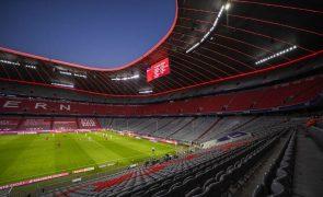 Clubes da Bundesliga confinados em centros de treino até final da época