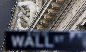 Bolsa de Wall Street segue em baixa apesar de dados positivos do desemprego