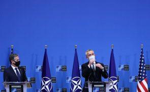 Cimeira da NATO em junho é oportunidade para reforçar ligação entre Europa e EUA - Stoltenberg