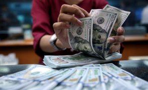 Euro recua mas ainda segue acima de 1,20 dólares