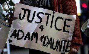 Centenas juntam-se em Minneopolis para homenagear Daunte Wright