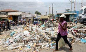 Jovens promovem marcha contra lixo em Luanda e desafiam proibição do governo provincial