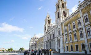 Governo alarga período de novidade do livro a 24 meses e assinala os 500 anos de Camões