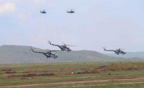 Moscovo começou a retirar tropas destacadas na Crimeia