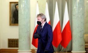 Jogos do Euro2020 na Polónia transferidos para Sevilha e São Petersburgo