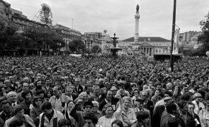 Fotos de Alfredo Cunha sobre o 25 de Abril expostas pela primeira vez em grande formato