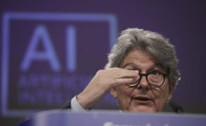 Covid-19: UE vai ter 410 milhões de vacinas para imunizar 70% dos adultos até julho -- comissário