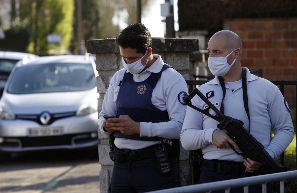 Ministro do Interior francês pede reforço da segurança após atentado de hoje