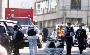 Três detidos na investigação à morte de funcionária da polícia francesa
