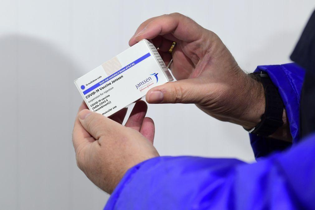Peritos nos EUA recomendam retoma de vacinação com Johnson & Johnson