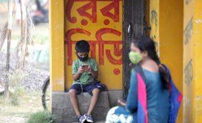 Covid-19: Índia bate novo recorde diário de mortes