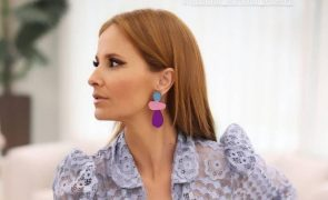 Cristina Ferreira Deslumbra com vestido azul que custa menos de 300 euros