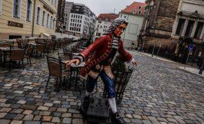 Covid-19: Alemanha inicia hoje nova fase de restrições mais duras sob críticas de partidos