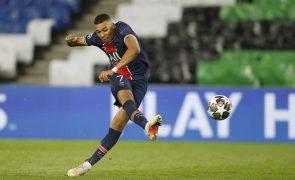 Mbappé 'bisa' e ajuda PSG a isolar-se no topo da Liga francesa