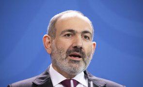 Primeiro-ministro da Arménia demite-se mas mantém-se até eleições de junho