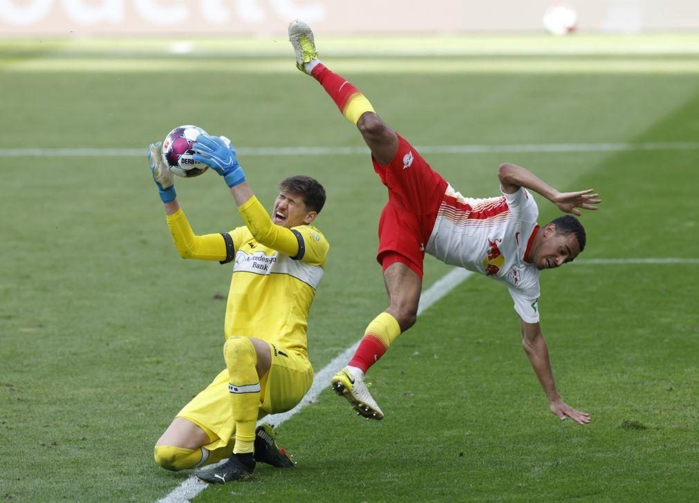 Leipzig cumpre na receção ao Estugarda e adia festa do Bayern Munique
