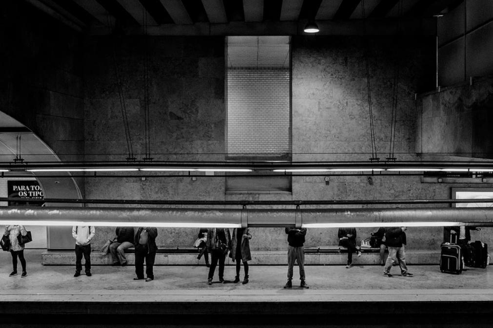 Homem com faca provoca pânico no metro de Lisboa