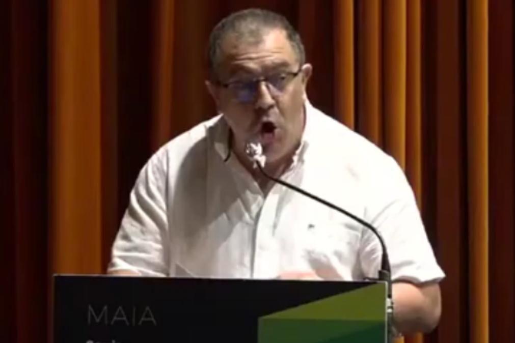 Vereador insulta deputados sem se aperceber que microfone está ligado [vídeo]