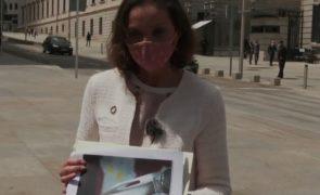 Ministra espanhola recebe envelope com navalha ensanguentada