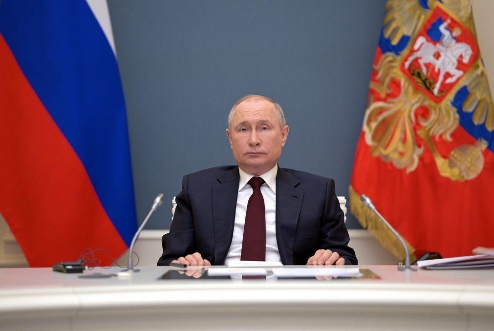 Putin considera absurdas acusações checas sobre explosão em depósito de munições