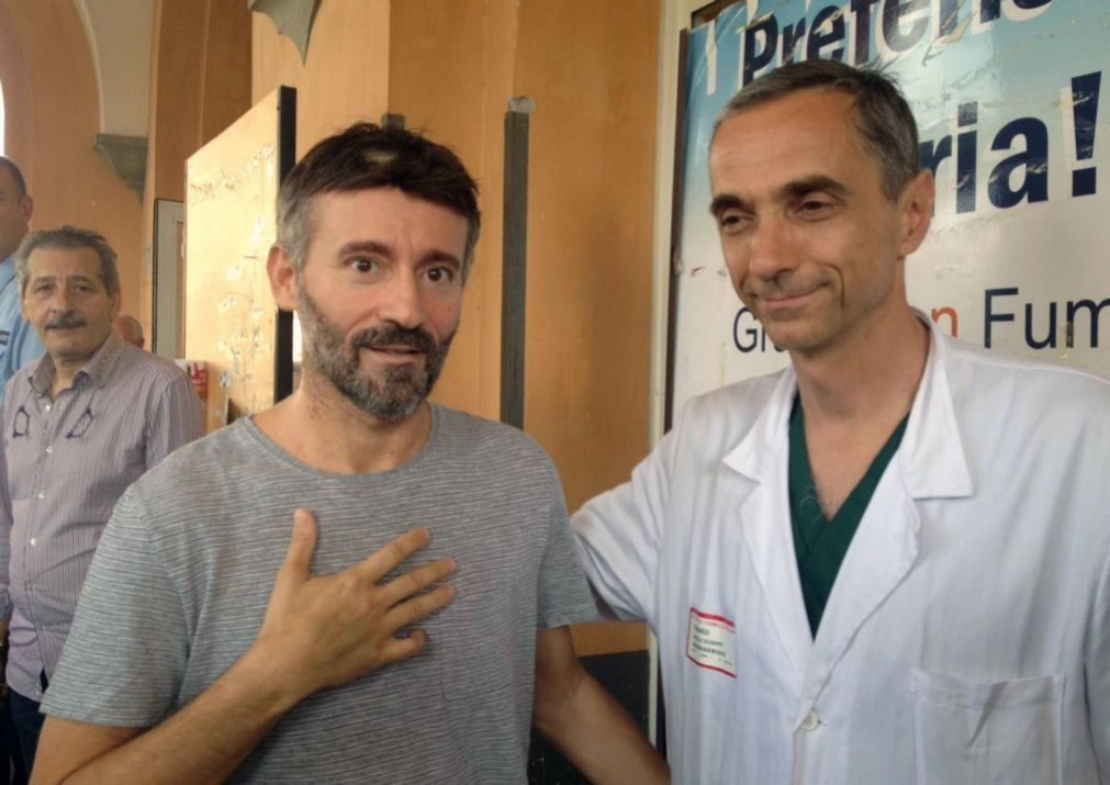 Após 18 dias internado Piloto Max Biaggi deixa hospital