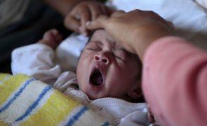 Mais mortes e menos nascimentos. Saldo natural negativo da população agravou-se em 2020