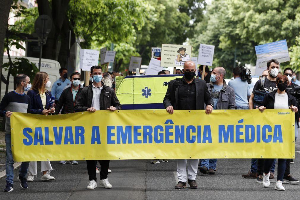Técnicos de emergência médica exigem formação e melhores condições