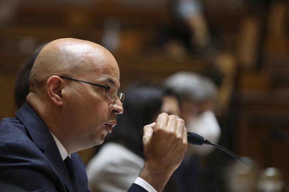 Tratar moratórias fora do quadro da EBA seria perigoso para o país -- João Leão