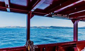 Navio Ocean Viking socorre mais de 230 migrantes ao largo da Líbia