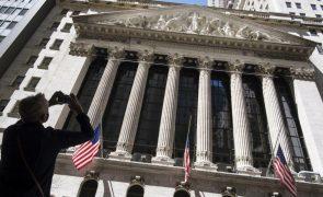 Wall Street fecha sem direção com variações mínimas à espera de resutados
