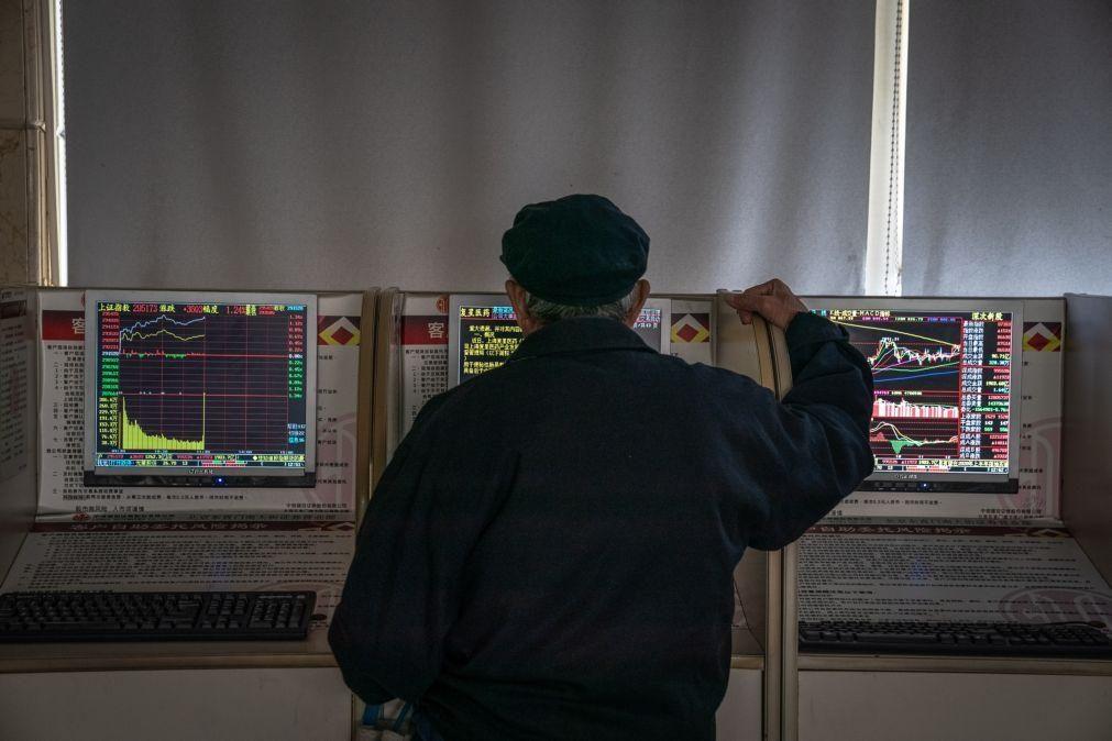 Bolsa de Xangai abre a perder 0,3%