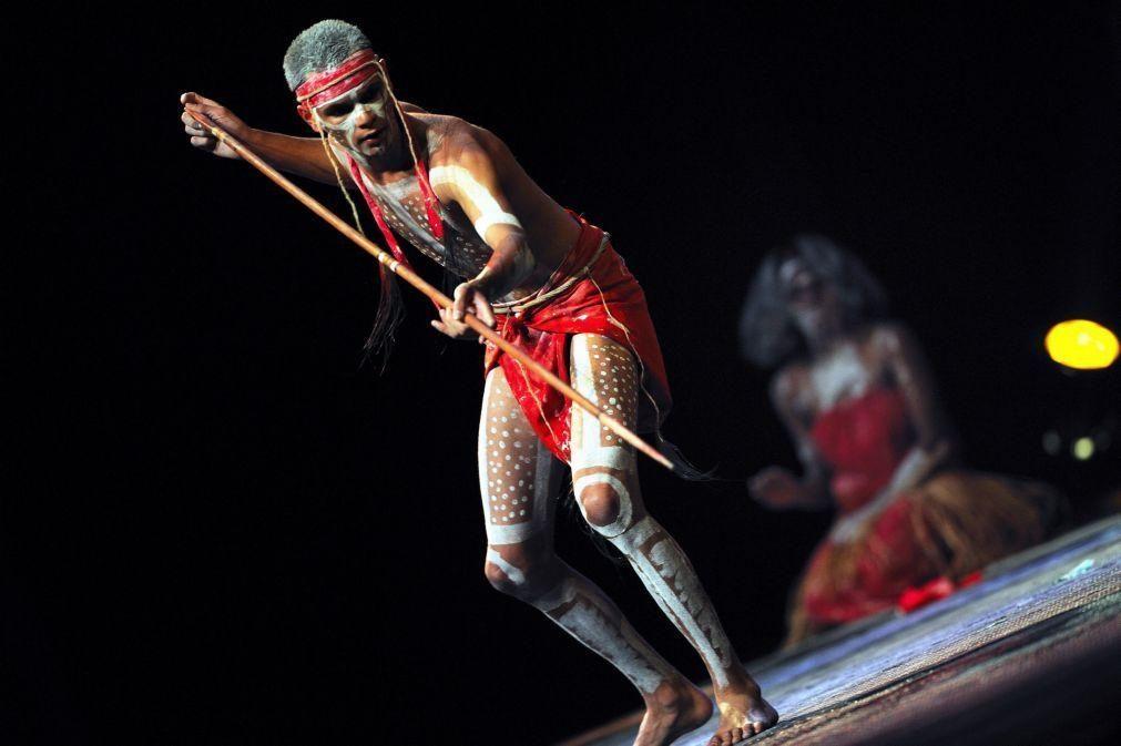 Centenas de aborígenes da