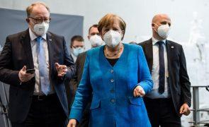 Merkel pede à China