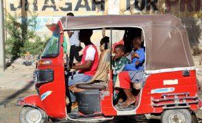 Confrontos na capital da Somália já fizeram entre  60 a 100 mil deslocados - ONU