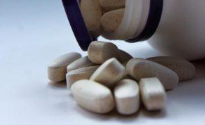 Covid-19: Pfizer desenvolve comprimido para curar infeção