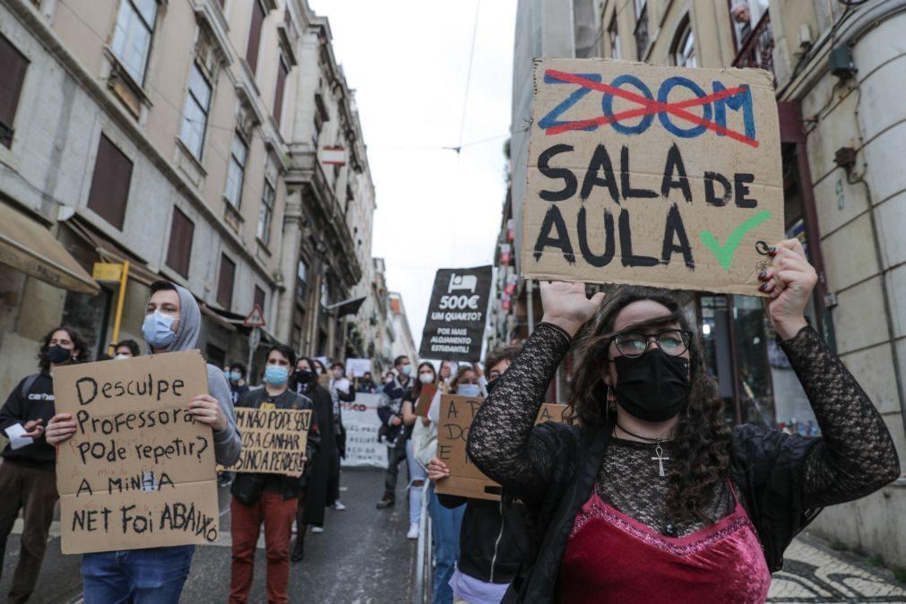 Centenas de estudantes manifestam-se para exigir fim de propinas