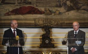 Covid-19: Portugal antecipa envio de vacinas e alarga moratória da dívida de Cabo Verde