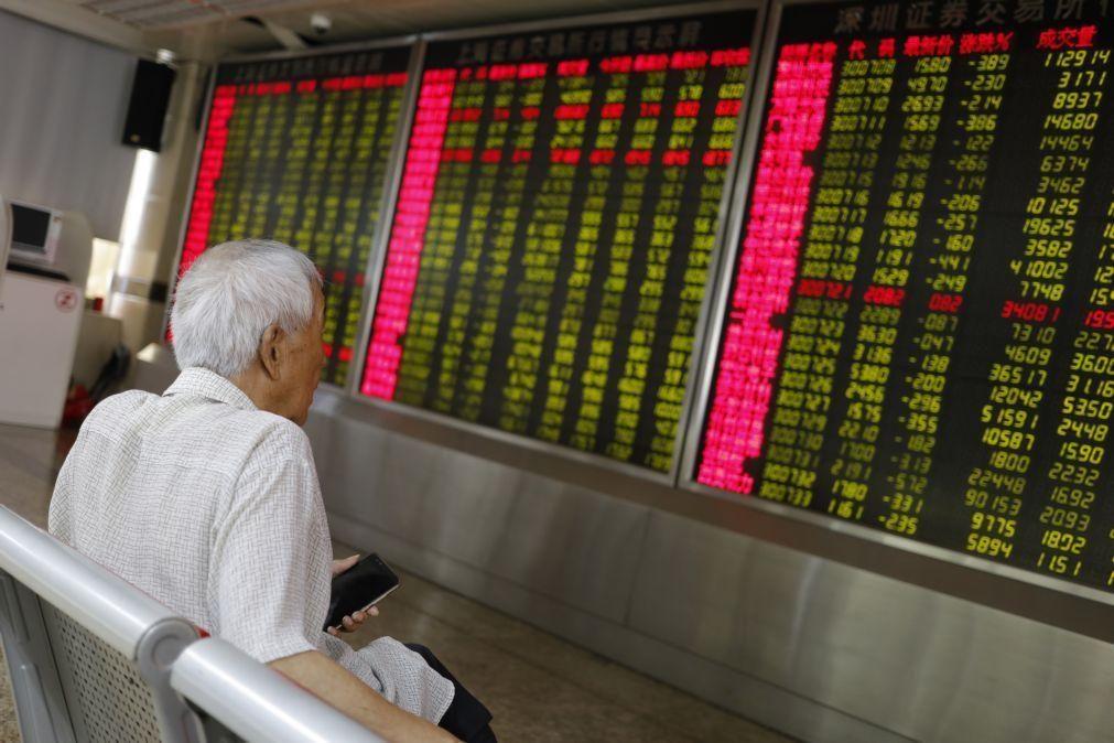 Bolsa de Xangai encerra a subir 0,52%