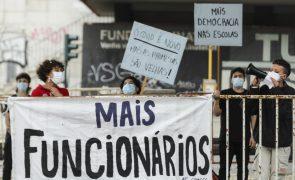 Estudantes manifestam-se por melhores condições nas escolas públicas