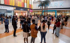 Lojas e centros comerciais abertos até às 19:00 ao fim de semana