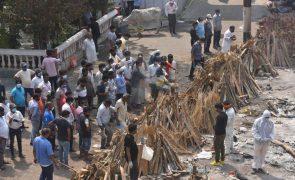 Covid-19: Indianos desesperados com devastadora segunda vaga da pandemia